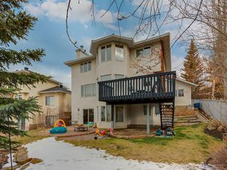 Photo 3: 67 Sierra Morena Circle SW in Calgary: Signal Hill Detached for sale : MLS®# C4239157