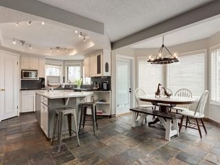 Photo 10: 67 Sierra Morena Circle SW in Calgary: Signal Hill Detached for sale : MLS®# C4239157