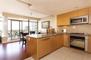 "Photo 4: 1306 15152 RUSSELL Avenue: White Rock Condo for sale in ""Miramar Village"" (South Surrey White Rock)  : MLS®# R2377952"
