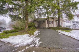 Photo 1: 20022 46A Avenue in Langley: Langley City House for sale : MLS®# R2435557