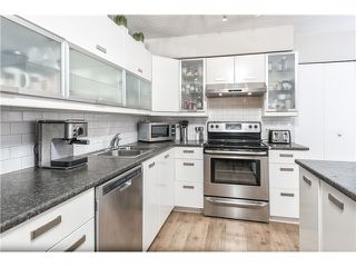"Photo 1: 225 BALMORAL Place in Port Moody: North Shore Pt Moody Townhouse for sale in ""BALMORAL PLACE"" : MLS®# V1050770"