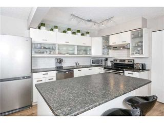 "Photo 3: 225 BALMORAL Place in Port Moody: North Shore Pt Moody Townhouse for sale in ""BALMORAL PLACE"" : MLS®# V1050770"