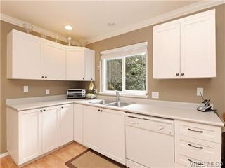 Photo 9: 6 540 Goldstream Avenue in VICTORIA: La Fairway Townhouse for sale (Langford)  : MLS®# 369786