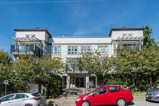Photo 1: 204 106 W KINGS Road in North Vancouver: Upper Lonsdale Condo for sale : MLS®# R2109900