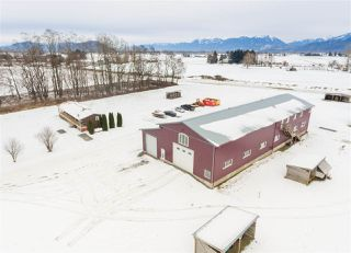 Photo 1: 40072 S PARALLEL Road in Abbotsford: Sumas Prairie Manufactured Home for sale : MLS®# R2132503