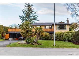 Photo 1: 1891 Hillcrest Avenue in VICTORIA: SE Gordon Head Single Family Detached for sale (Saanich East)  : MLS®# 375289