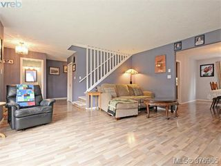 Photo 3: 646 Cairndale Rd in VICTORIA: Co Triangle House for sale (Colwood)  : MLS®# 756827