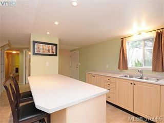 Photo 16: 646 Cairndale Rd in VICTORIA: Co Triangle House for sale (Colwood)  : MLS®# 756827