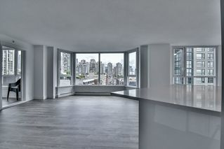 "Photo 5: 1106 388 DRAKE Street in Vancouver: Yaletown Condo for sale in ""GOVERNOR'S TOWER"" (Vancouver West)  : MLS®# R2162040"