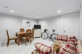 Photo 1: 5748 SOPHIA Street in Vancouver: Main House for sale (Vancouver East)  : MLS®# R2212717