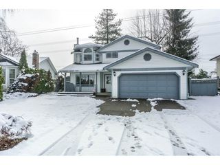 Photo 1: 32500 QUALICUM Place in Abbotsford: Central Abbotsford House for sale : MLS®# R2240933