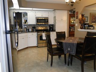 """Photo 3: 304 31930 OLD YALE Road in Abbotsford: Abbotsford West Condo for sale in """"Royal Court"""" : MLS®# R2266107"""