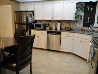 """Photo 4: 304 31930 OLD YALE Road in Abbotsford: Abbotsford West Condo for sale in """"Royal Court"""" : MLS®# R2266107"""