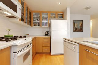 """Photo 10: 804 121 W 16TH Street in North Vancouver: Central Lonsdale Condo for sale in """"SILVA"""" : MLS®# R2269546"""
