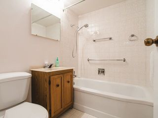 """Photo 9: 206 1445 MARPOLE Avenue in Vancouver: Fairview VW Condo for sale in """"Hycroft Towers"""" (Vancouver West)  : MLS®# R2282720"""