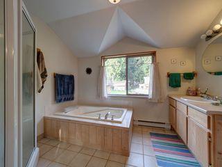 Photo 16: 3272 BEACH Avenue: Roberts Creek House for sale (Sunshine Coast)  : MLS®# R2348968