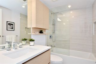 """Photo 13: 1002 388 DRAKE Street in Vancouver: Yaletown Condo for sale in """"GOVERNER'S TOWER"""" (Vancouver West)  : MLS®# R2355256"""