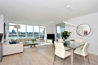 """Photo 2: 1002 388 DRAKE Street in Vancouver: Yaletown Condo for sale in """"GOVERNER'S TOWER"""" (Vancouver West)  : MLS®# R2355256"""
