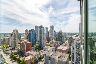 """Main Photo: 2205 1188 HOWE Street in Vancouver: Downtown VW Condo for sale in """"1188 HOWE"""" (Vancouver West)  : MLS®# R2369171"""