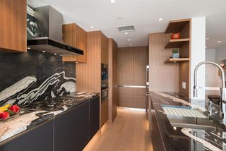 "Photo 6: 802 633 KINGHORNE Mews in Vancouver: Yaletown Condo for sale in ""ICON II"" (Vancouver West)  : MLS®# R2372163"