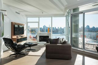 "Photo 2: 802 633 KINGHORNE Mews in Vancouver: Yaletown Condo for sale in ""ICON II"" (Vancouver West)  : MLS®# R2372163"