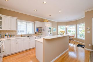 """Photo 5: 15 1881 144 Street in Surrey: Sunnyside Park Surrey Townhouse for sale in """"BRAMBLEY HEDGE"""" (South Surrey White Rock)  : MLS®# R2384004"""