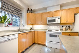 """Photo 3: 222 600 PARK Crescent in New Westminster: GlenBrooke North Townhouse for sale in """"Roycroft"""" : MLS®# R2439408"""