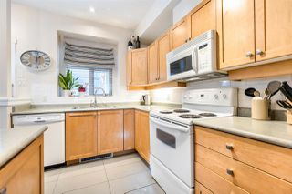 """Photo 2: 222 600 PARK Crescent in New Westminster: GlenBrooke North Townhouse for sale in """"Roycroft"""" : MLS®# R2439408"""