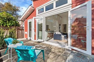 """Photo 20: 2241 E 4TH Avenue in Vancouver: Grandview Woodland House for sale in """"COMMERCIAL DRIVE"""" (Vancouver East)  : MLS®# R2447300"""