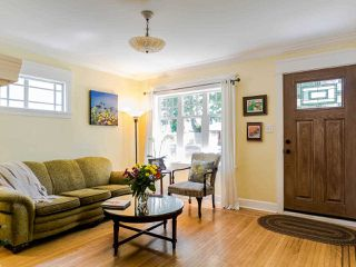 Photo 2: 2269 VENABLES Street in Vancouver: Hastings House for sale (Vancouver East)  : MLS®# R2478519