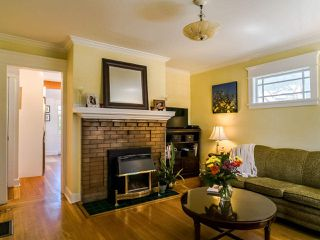 Photo 3: 2269 VENABLES Street in Vancouver: Hastings House for sale (Vancouver East)  : MLS®# R2478519