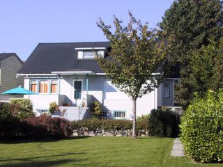 Main Photo: 780 East 9th St in North Vancouver: Boulevard House for sale : MLS®# V529453