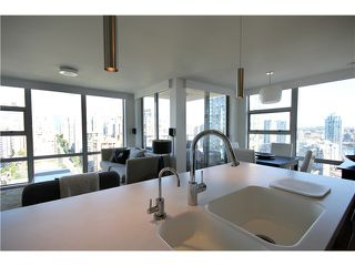 Photo 2: 2202 1225 RICHARDS Street in Vancouver: Downtown VW Condo for sale (Vancouver West)  : MLS®# V971303