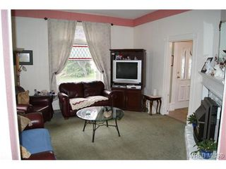Photo 3: 812 Wollaston Street in VICTORIA: Es Old Esquimalt Single Family Detached for sale (Esquimalt)  : MLS®# 351350