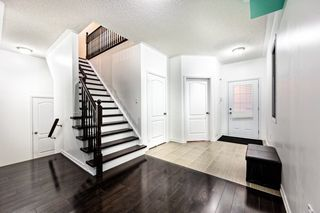 Photo 2: 25 Hopkins Crest in Bradford West Gwillimbury: Bradford House (2-Storey) for sale : MLS®# N3362524