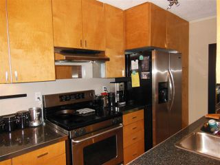 "Photo 1: 106 170 E 3RD Street in North Vancouver: Lower Lonsdale Condo for sale in ""Bristol Court"" : MLS®# R2078639"