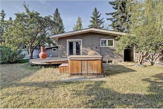Photo 2: 5448 LA SALLE Crescent SW in Calgary: Lakeview House for sale : MLS®# C4136427