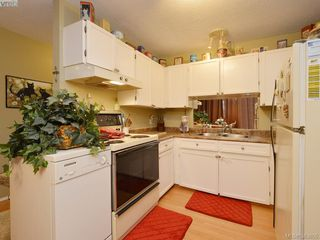 Photo 4: A & B 3302 Haida Dr in VICTORIA: Co Triangle Triplex for sale (Colwood)  : MLS®# 771482