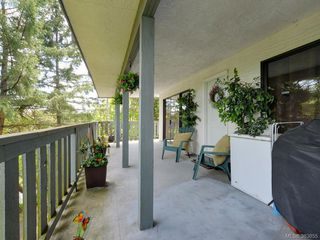 Photo 2: A & B 3302 Haida Dr in VICTORIA: Co Triangle Triplex for sale (Colwood)  : MLS®# 771482
