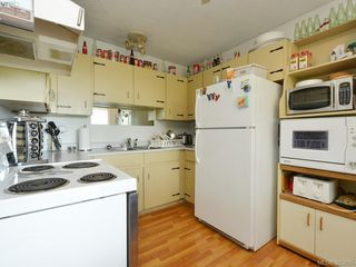 Photo 9: A & B 3302 Haida Dr in VICTORIA: Co Triangle Triplex for sale (Colwood)  : MLS®# 771482