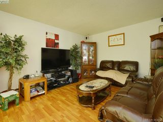 Photo 7: A & B 3302 Haida Dr in VICTORIA: Co Triangle Triplex for sale (Colwood)  : MLS®# 771482