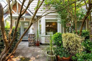 Main Photo: 1 2921 Cook Street in VICTORIA: Vi Mayfair Townhouse for sale (Victoria)  : MLS®# 401497
