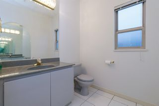 Photo 8: 1715 E 63RD Avenue in Vancouver: Fraserview VE House for sale (Vancouver East)  : MLS®# R2328577