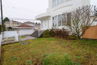 Photo 2: 1715 E 63RD Avenue in Vancouver: Fraserview VE House for sale (Vancouver East)  : MLS®# R2328577