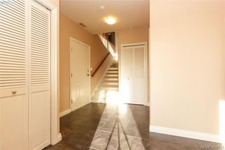 Photo 4: 860 Rainbow Cres in VICTORIA: SE High Quadra House for sale (Saanich East)  : MLS®# 804303