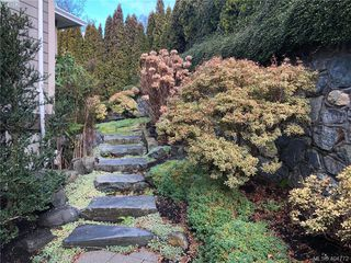 Photo 32: 860 Rainbow Cres in VICTORIA: SE High Quadra Single Family Detached for sale (Saanich East)  : MLS®# 804303