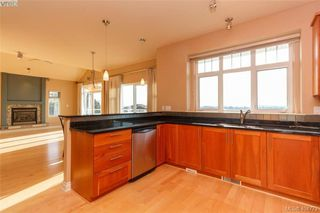 Photo 13: 860 Rainbow Cres in VICTORIA: SE High Quadra Single Family Detached for sale (Saanich East)  : MLS®# 804303