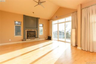 Photo 5: 860 Rainbow Cres in VICTORIA: SE High Quadra Single Family Detached for sale (Saanich East)  : MLS®# 804303