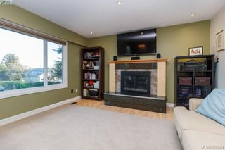 Photo 4: 3934 Mimosa Place in VICTORIA: SW Marigold Single Family Detached for sale (Saanich West)  : MLS®# 405584
