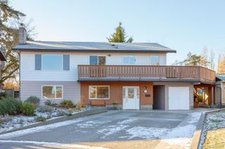 Photo 1: 3934 Mimosa Place in VICTORIA: SW Marigold Single Family Detached for sale (Saanich West)  : MLS®# 405584